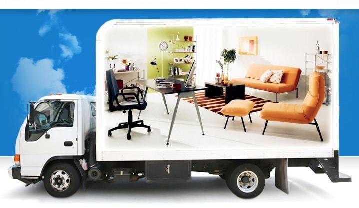 Переезд офиса - грузовик с мебелью